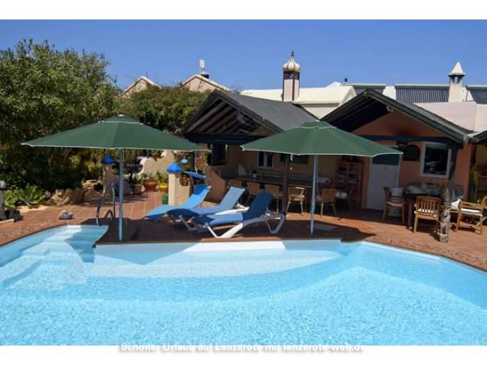 bilder f r apartment mit meerblick auf einer finca mit pool bei caleta de famara 1042413. Black Bedroom Furniture Sets. Home Design Ideas