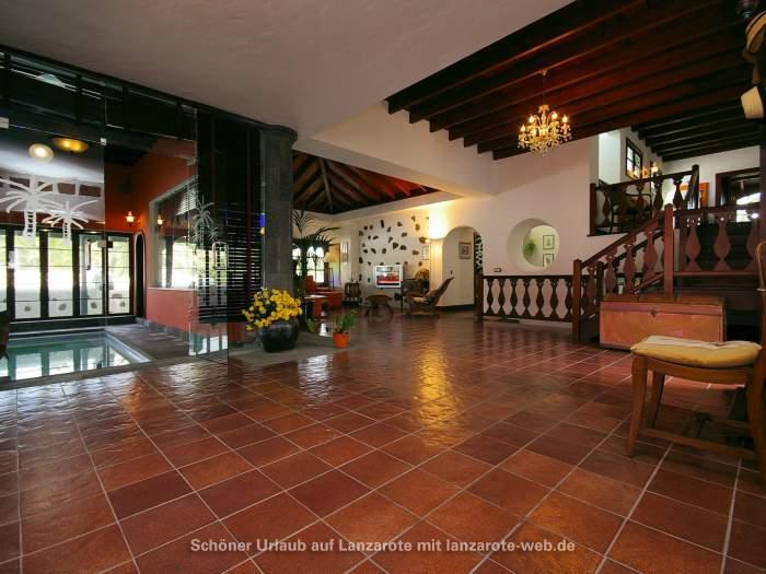 bilder f r haupthaus mit hallenbad auf einer finca in haria 1054555. Black Bedroom Furniture Sets. Home Design Ideas