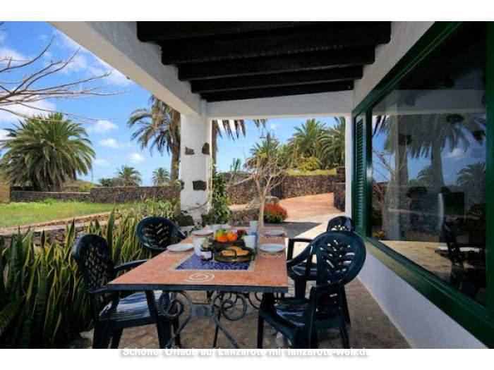 bilder f r ferienhaus auf einer finca in haria mit sch nem poolbereich 1042755. Black Bedroom Furniture Sets. Home Design Ideas