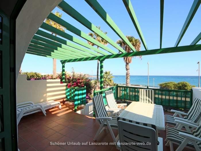 bilder f r strandhaus in erster reihe im manrique stil in costa teguise 1042920. Black Bedroom Furniture Sets. Home Design Ideas